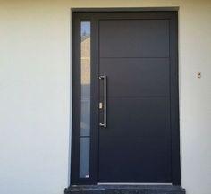28 Ideas Black Front Door Entrance For 2019 Modern Entrance Door, Modern Exterior Doors, Modern Front Door, Front Door Entrance, House Front Door, House Doors, House Entrance, Door Gate Design, Main Door Design