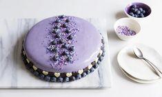 Jäädytetty suklaa-mustikkakakku ja peilikiille Resepti | Dr. Oetker Fika, Yummy Cakes, Mousse, Glaze, Panna Cotta, Sweet Tooth, Sweet Treats, Cheesecake, Food And Drink
