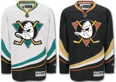 Ducks Hockey, Ice Hockey Teams, Nhl Jerseys, Anaheim Ducks, Sport Outfits, Adidas Jacket, My Style, Sweatshirts, Blanket Design