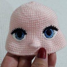 nose shaping for amigurumi crochet doll face – BuzzTMZ Crochet Dolls Free Patterns, Crochet Doll Pattern, Doll Patterns, Crochet Eyes, Cute Crochet, Crochet Baby, Doll Eyes, Doll Face, Knitted Dolls