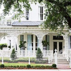It's a rainy Morning here in Nashville and I'm so wishing I was in beautiful New Orleans celebrating @southernstylenow with @traditionalhome!! Next year   @chairishco #neworleans #southernstylenow #somanytalenteddesigners