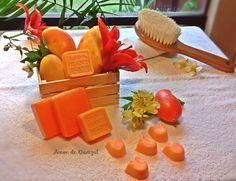 Jabón artesanal de mango con con extractos naturales y aroma inigualable. La manteca de mango suaviza la piel, la hidrata y potencia su flexibilidad, además la protege de la radiación ultravioleta y reduce la degeneración de las células.