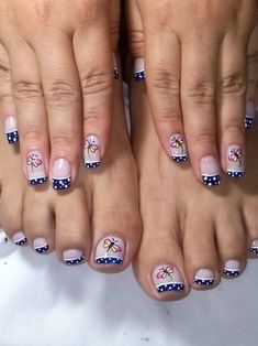 Gorgeous 40 French Nails With Flowers - isishweshwe Pretty Toe Nails, Cute Toe Nails, Pretty Nail Art, Love Nails, Pedicure Designs, Pedicure Nail Art, Toe Nail Designs, Toe Nail Art, French Nails
