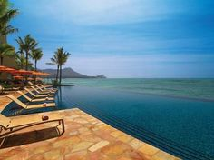 Infinity pool + Hawaiian sun | Sheraton Waikiki | See more: http://www.weddingwire.com/honeymoons/hawaii/l/starwood-properties-hawaii/4095feb3459adc8c-360f1d14bf0df70b/787d64a034e29208 // #Waikiki Beach // #Hawaii #Honeymoon.