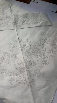 This Pin was discovered by bha Tambour Embroidery, Hand Work Embroidery, Silk Ribbon Embroidery, Diy Embroidery, Floral Embroidery Patterns, Embroidery Needles, Embroidery Fashion, Hand Embroidery Patterns, Sewing Art