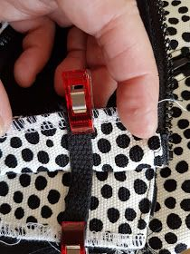 MUMINTALO: TILAIHME, pikkulaukku Marie Kondo, Digital Watch, Sewing Tutorials, Diy And Crafts, Crossbody Bag, Pattern, Bags, Cross Body, Accessories