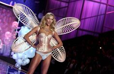 I want this hair of Karlie Kloss! On the Runway at the Victoria's Secret Fashion Show 2014
