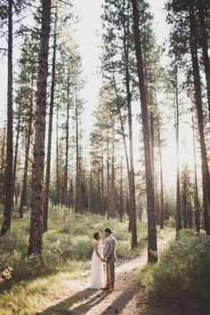 Love knows noboundariesand the proof is in this Idaho wedding captured bySara K Byrne Photography. Far from a church or a ballroom, this crazy cute couple exchanged vows in nature's venue with friends and family and a canopy of trees