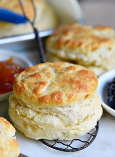 The BEST Homemade Biscuit recipe you'll every try! These easy, homemade biscuits… The BEST Homemade Biscuit recipe you'll every try! These easy, homemade biscuits are soft, flaky, and can be on your table in about 15 minutes! Biscuit Bread, Breakfast Biscuits, Buttermilk Pancakes, Homemade Biscuits Recipe, Quick Biscuit Recipe, Homemade Breads, Pioneer Biscuits Recipe, Patisserie, Biscuits