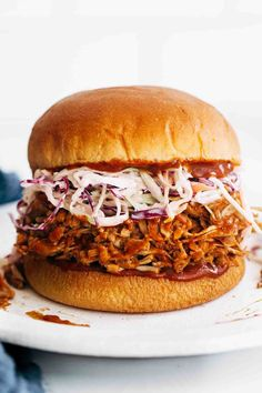 BBQ Jackfruit Sandwiches! These BBQ Jackfruit Sandwiches feature a meaty mix of jackfruit and chickpeas tossed in spices, garlic, and a bit of BBQ sauce. Pile it all on top of a toasted bun with slaw and dinner is ready! #jackfruit #sandwich #vegetarian Fun Easy Recipes, Quick Easy Meals, Delicious Recipes, Free Recipes, Vegetarian Recipes, Cooking Recipes, Vegetarian Sandwiches, Vegetarian Dinners, Burger Recipes