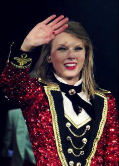 ♥ #REDTOUR #THEBEST.