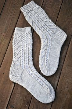 Crochet Socks, Knitting Socks, Diy Crochet, Crochet Stitches, Knit Socks, Slipper Socks, Slippers, Warm Socks, Fun Projects