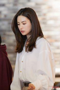 Nana ❤️❤️❤️ this week 😘 Korean Hairstyle Long, Korean Hairstyles Women, Cute Hairstyles For Medium Hair, My Hairstyle, Medium Hair Styles, Straight Hairstyles, Curly Hair Styles, Natural Hair Styles, Ulzzang Hairstyle