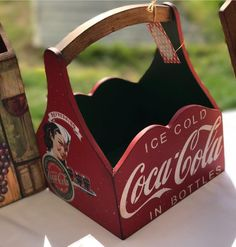 Dad Crafts, Diy Crafts To Sell, Wood Pallet Signs, Wood Pallets, Vintage Coca Cola, Scarborough Beach, Entryway Organization, Beer Bottle Opener, Decoupage Vintage