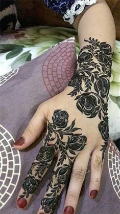 Top-Rose-Mehndi-Designs, um das Augenmerk aller Augen zu sein!  #Mehendi Henna Flower Designs, Full Hand Mehndi Designs, Arabic Henna Designs, Indian Mehndi Designs, Mehndi Designs For Girls, Modern Mehndi Designs, Flower Henna, Beautiful Henna Designs, Rose Henna