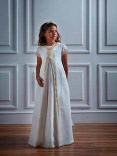 Os presentamos la original y bonita colección 2014 de vestidos de comunión para niñas de la firma Olacaracola. Little Girl Fashion, Little Girl Dresses, Kids Fashion, Girls Dresses, Girls Baptism Dress, Confirmation Dresses, Kids Kaftan, Le Prestige, Cute Dresses