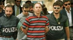 La Mafia  e`anche in tua citta       *       Die Mafia ist auch in deiner Stadt  : Mafioso gesteht 40 Morde