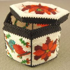 crafts with beads Beaded Boxes, Beaded Purses, Beaded Jewelry, Beaded Ornament Covers, Beaded Ornaments, Christmas Ornaments, Beading Projects, Crochet Projects, Peyote Patterns