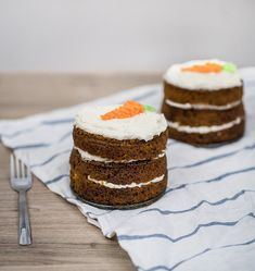 Mini Carrot Cake - Obsessive Cooking Disorder Coconut Frosting, Cream Cheese Frosting, Carrot Cake Ingredients, Mini Carrot Cake, Green Food Coloring, Coconut Cream, Food Photo
