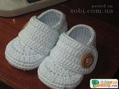 5 in Booties crochet patterns collection (HK. Crochet Boots, Crochet Bebe, Crochet For Boys, Crochet Baby Booties, Crochet Slippers, Baby Patterns, Crochet Patterns, White Baby Shoes, Baby Boy Booties