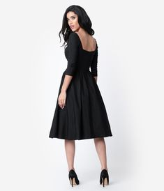 Look no further for a show-stopping vintage sweetheart dress with the Lamar black bengaline dress with a swing skirt from Unique Vintage. Vintage Outfits, 1950s Outfits, Vintage Dresses 50s, Vintage Inspired Dresses, Unique Dresses, 1950s Style, Classy Bridesmaid Dresses, Vintage Brand Clothing, Swing Rock