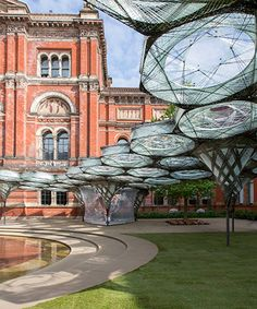 robots fabricate elytra filament pavilion at london's V&A museum