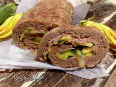 Il polpettone zucchine e formaggio é una gustosa variante del periodo estivo, con verdure grigliate, prosciutto e scamorza. Da mangiare sia freddo che caldo