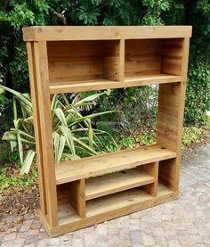 1 wood pallet TV case