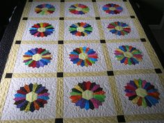 Love Dresden Plate quilts