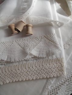 I love vintage lace and linen. Thread Crochet, Hand Crochet, Crochet Lace, Vintage Crochet, Vintage Lace, Linens And More, Fru Fru, Shabby, Lace Embroidery