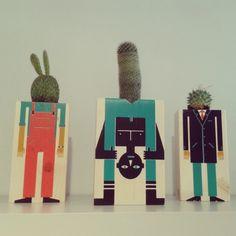 Y el hombrecillo de en medio es el que nos faltaba para completar el trío de maceteros de Damián Quiroga, hechos a mano en madera y estampados con serigrafía, una serie numerada que se puede regar. http://instagram.com/p/pyQfGNp402/?modal=true