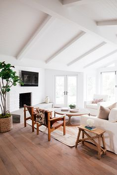 montecito residence designed by michael eserts / photograph by jessica comingore.