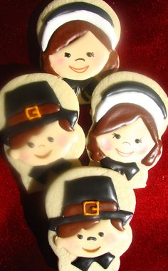 Pilgrim children decorated cookies Snowman Cookies, Fall Cookies, Halloween Cookies, Holiday Cookies, Thanksgiving Greeting Cards, Thanksgiving Cookies, Thanksgiving Parties, Cookie Designs, Cookie Ideas