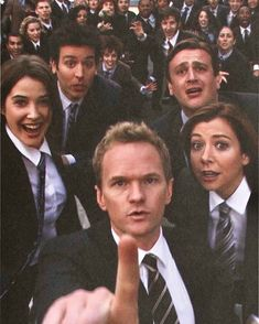 Cobie Smulders as Robin Scherbatsky Josh Radnor as Ted Mosby Jason Segal as Marshall Eriksen Alyson Hannigan as Lily Aldrin & Neil Patrick Harris as Barney Stinson - How I Met Your Mother How I Met Your Mother, Ted Y Robin, Barney And Robin, Bambi Disney, Suits Serie, Robin Scherbatsky, Ted Mosby, All That I Need, Yellow Umbrella