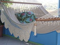 Considering A Hammock Tent For Your Camping Needs – Backpacking Hammock Hammock Swing Chair, Swinging Chair, Hammock Ideas, Crafty Projects, Crochet Projects, Wooden Swing Bench, Bench Swing, Crochet Hammock, Backpacking Hammock