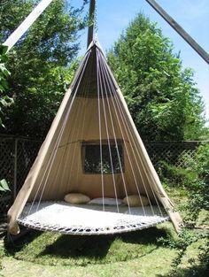Green Renaissance - Trampoline Tent