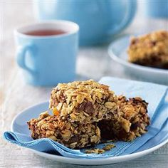 Cut Calories Tasty flapjacks made with dates rather than sugar to cut calories. - Gloriously oaty, sticky and sweet, flapjacks are a real favourite. Try this slimmed down recipe for guilt-free indulgence. Healthy Flapjack, Flapjack Recipe, Peanut Butter Flapjacks, Healthy Peanut Butter, Low Fat Snacks, Quick And Easy Breakfast, Low Sugar, Sugar Free, Healthy Treats