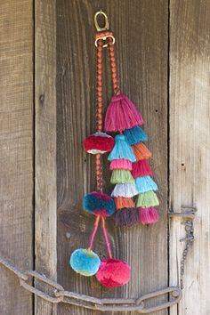 Pom poms and tassels. Yarn Crafts, Diy And Crafts, Arts And Crafts, Diy Tassel, Tassels, Diy Inspiration, Passementerie, Handicraft, Diy Jewelry