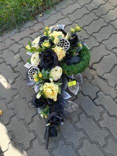 Easter Flower Arrangements, Easter Flowers, Beautiful Flower Arrangements, Beautiful Flowers, Funeral Flowers, Flower Bouquet Wedding, Ikebana, Farmer, Floral Wreath