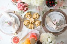 ultimate brunch- Brunch is one of my favorite meals to host Easter Recipes, Brunch Recipes, Brunch Ideas, Easter Food, Party Recipes, Brunch Table, Brunch Food, Cream Cheese Ball, Easter Table Settings