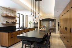 55 идей кухонь с островом (фото) http://happymodern.ru/kukhni-s-ostrovom/ Длинный обеденный стол, в конце которого располагается дополнительная мойка