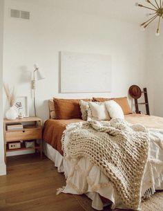 Room Ideas Bedroom, Bedroom Inspo, Home Decor Bedroom, Bedroom Bed, Bedroom Colors, Cozy White Bedroom, White And Brown Bedroom, Bedroom Furniture, Orange Bedroom Decor