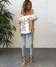Are you in search of relaxed and laidback look? Maybe you can try on a boho outfit. The best seasons for wearing this style is Spring and Summer months. Boho Outfits, Summer Outfits, Cute Outfits, Fashion Outfits, Womens Fashion, Fashion Trends, Fashion Tips, Looks Party, Estilo Hippie