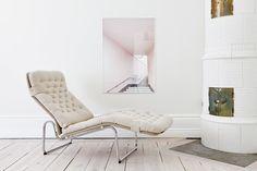 Hoy os traemos un fantástico interior nórdico, lleno de luz y modernidad. Se trata de un interior blanco con pinceladas rosas, algo que le da un aspecto suave y femenino. Este apartamento, está en Estocolmo, y sigue las características típicas del estilo nórdico, tanseguido en los países...