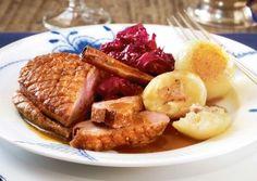 Das Rezept für Entenbrust mit Orangen-Zimt-Soße, Rotkohl und Knödeln und weitere kostenlose Rezepte auf LECKER.de