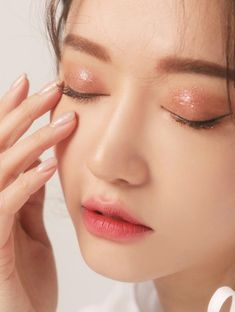 asian makeup – Hair and beauty tips, tricks and tutorials Makeup Korean Style, Korean Eye Makeup, Korea Makeup, Asian Makeup, Korean Natural Makeup, Natural Beauty, Makeup Trends, Makeup Inspo, Makeup Inspiration