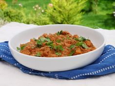 The Food Diary: Butter Chicken 2016 Halal Recipes, Indian Food Recipes, Ethnic Recipes, Healthy Chocolate Mug Cake, Tomato Caprese, Recipe Instructions, Ground Turkey Recipes, Easy Cake Recipes, Butter Chicken