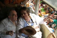 Muere Gabriel García Márquez: La familia y los amigos de Gabo | Fotogalería | Cultura | EL PAÍS Gabriel García Márquez charla con su esposa Mercedes tras su llegada a Aracataca, Colombia, el 30 de mayo de 2007.