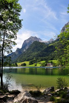 Idyllic alpine lake Hintersee in Bavaria, Germany (by Lars Röttgers).