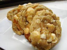 White Chocolate Macadamia, White Chocolate Chips, Fluke Recipe, Dessert Drinks, Desserts, Macadamia Nut Cookies, Cookie Bars, Gingerbread Cookies, Cookie Recipes